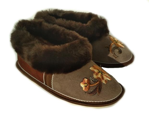 Бабуши коричневые с вышивкой. мех